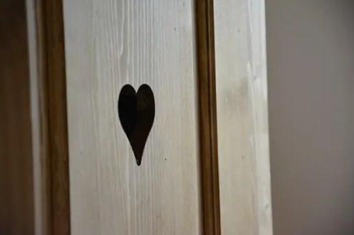 gite de charme au clos saint pierre, coeur dans une armoire