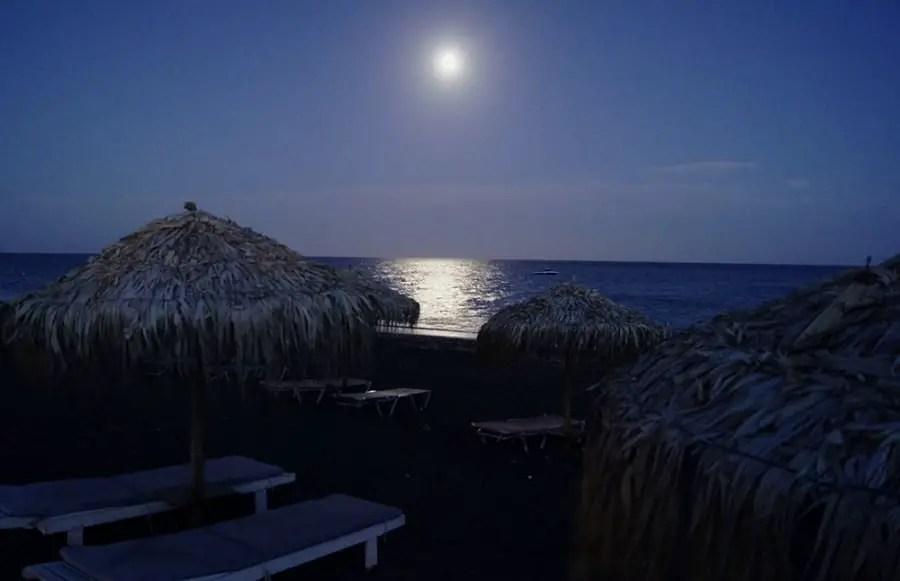 Les Cyclades :  visiter l'île de Santorin.