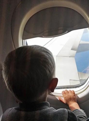Prendre l'avion avec bébé : nos 10 astuces pour arrêter de stresser.