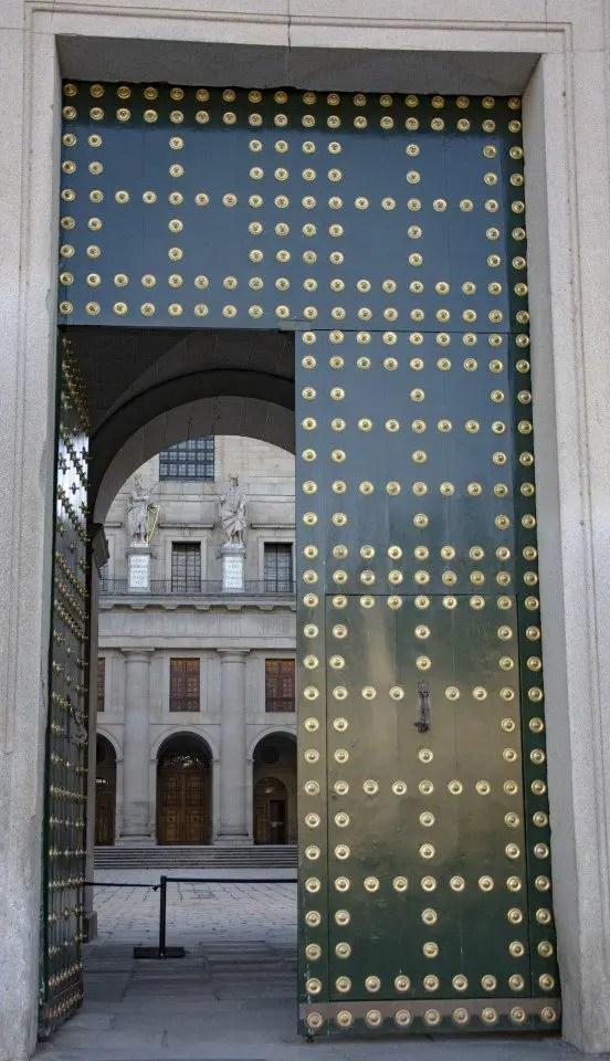 Que faire à El escorial, porte du monastère