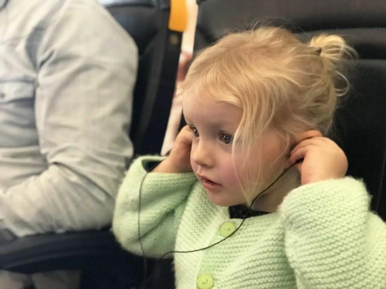 occuper enfant dans avion Comment voyager léger avec des enfants ? mes astuces pour optimiser vos bagages !