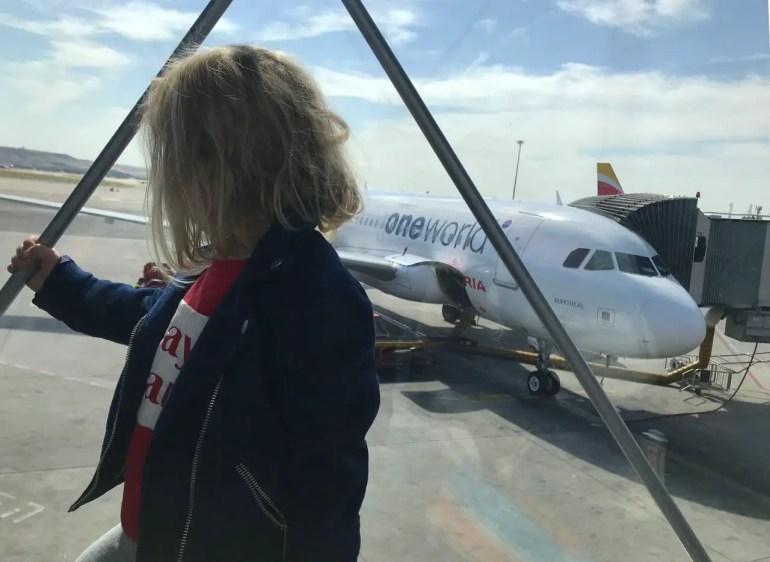 prendre l'avion seule avec son enfant
