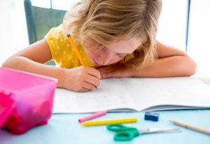 kids_writing_at-School