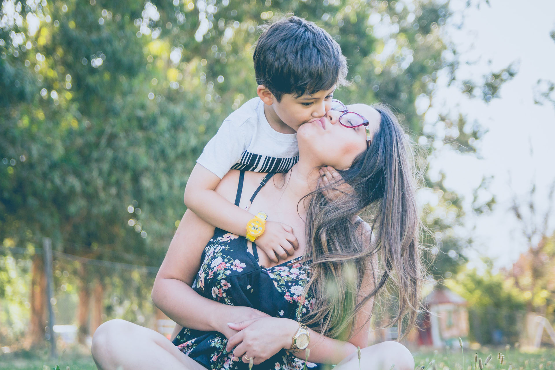Is It Ok To Kiss Your Kids On The Lips Parentscanada
