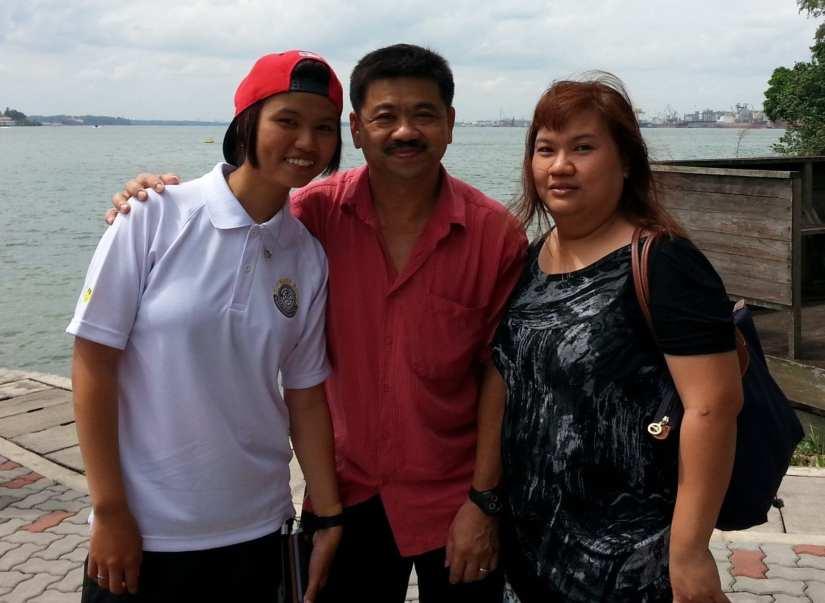 Ang Yi Min and parents