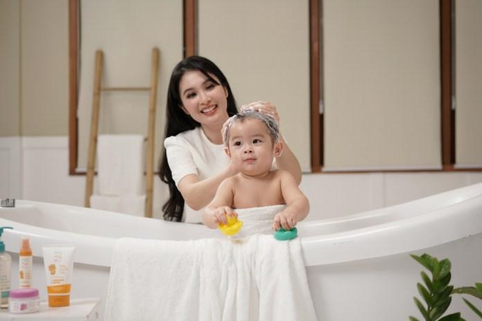 Tips Sandra Dewi Merawat Kulit Sang Buah Hati