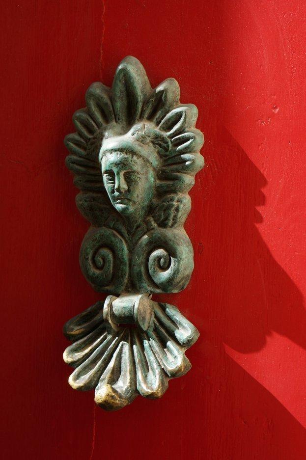 red-door-knocker-mdina-malta