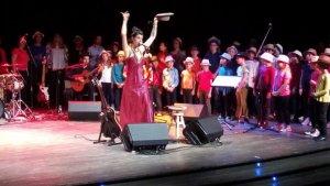 Chapeau bas pour Floriane Tiozzo et les chœurs d'enfants de Musiquenvie - 20/03/2019 - petitbleu.fr