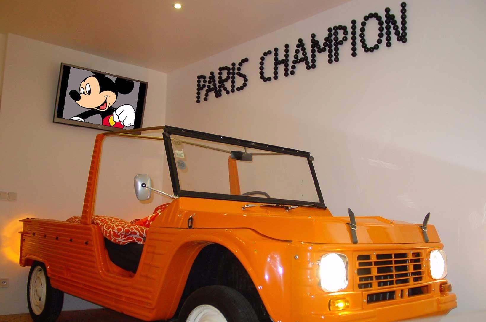 unusual-fun-apartment-paris