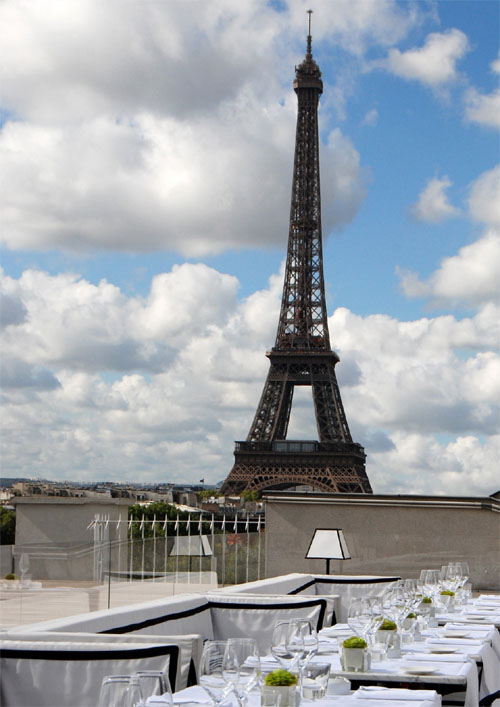tables for kitchen canisters counter paris restaurants with eiffel tower view or city view.