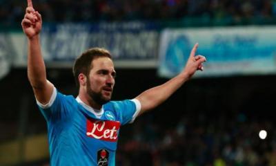 """Naples insiste: Gonzalo Higuain n'est pas à vendre, les rumeurs de départ sont """"inventées"""""""