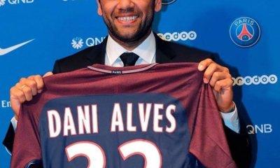 """Dani Alves """"Le monde ne s'arrête pas au Barça ! Il faut respecter les décisions"""""""