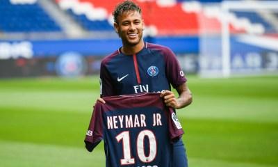 Neymar et son père ont mis un terme à leur statut de socio du FC Barcelone, annonce le Mundo Deportivo