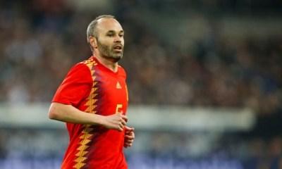 Mercato - Iniesta, évoqué comme cible du PSG, fait savoir qu'il ne jouera plus en Europe
