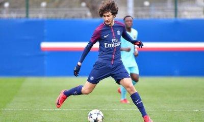 Yacine Adli signe officiellement professionnel au PSG, ainsi que Dina Edimbe