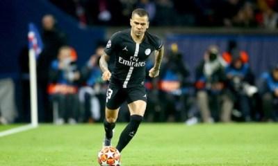 Dani Alves et le PSG discutent d'une prolongation, mais un départ reste possible selon RMC Sport