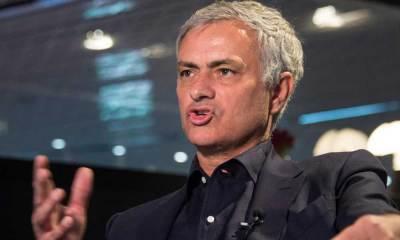 """Mourinho fait savoir au PSG qu'il est """"disponible"""" même s'il discute avec l'AS Rome, explique L'Equipe"""