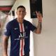 Marcos Rojo rend visite à son club formateur en portant la tenue du PSG