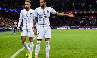 """Dani Alves prend la défense de Neymar """"il porte trop de responsabilités"""""""