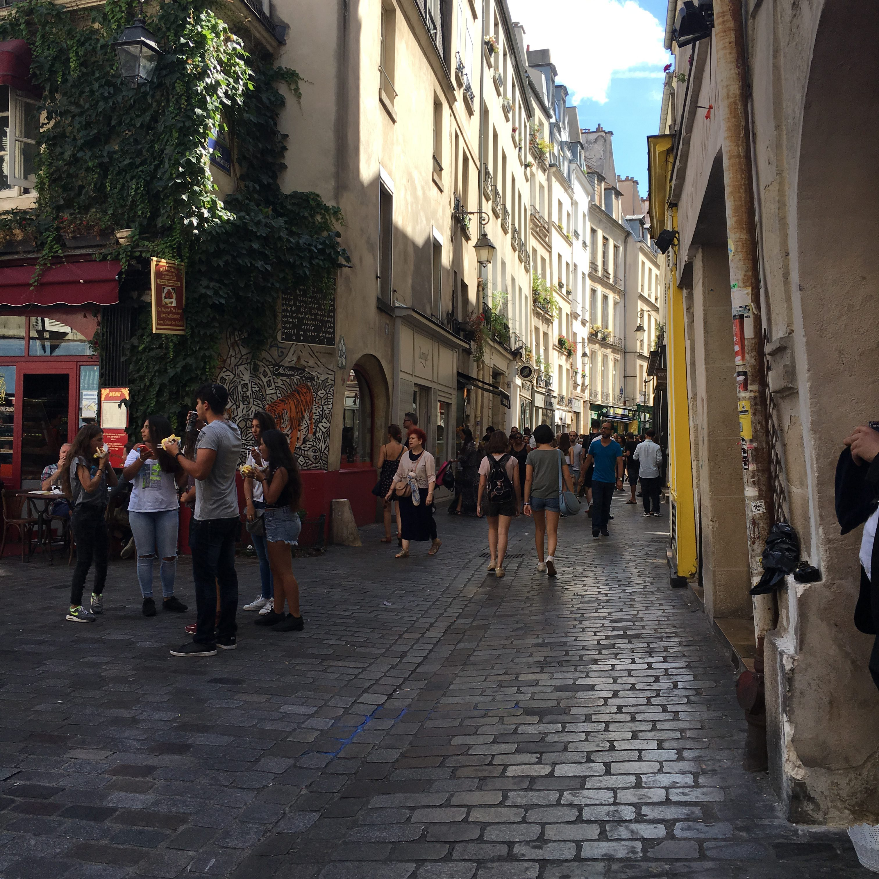 marais rue de rosiers paris