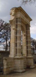 une arcade des tuileries
