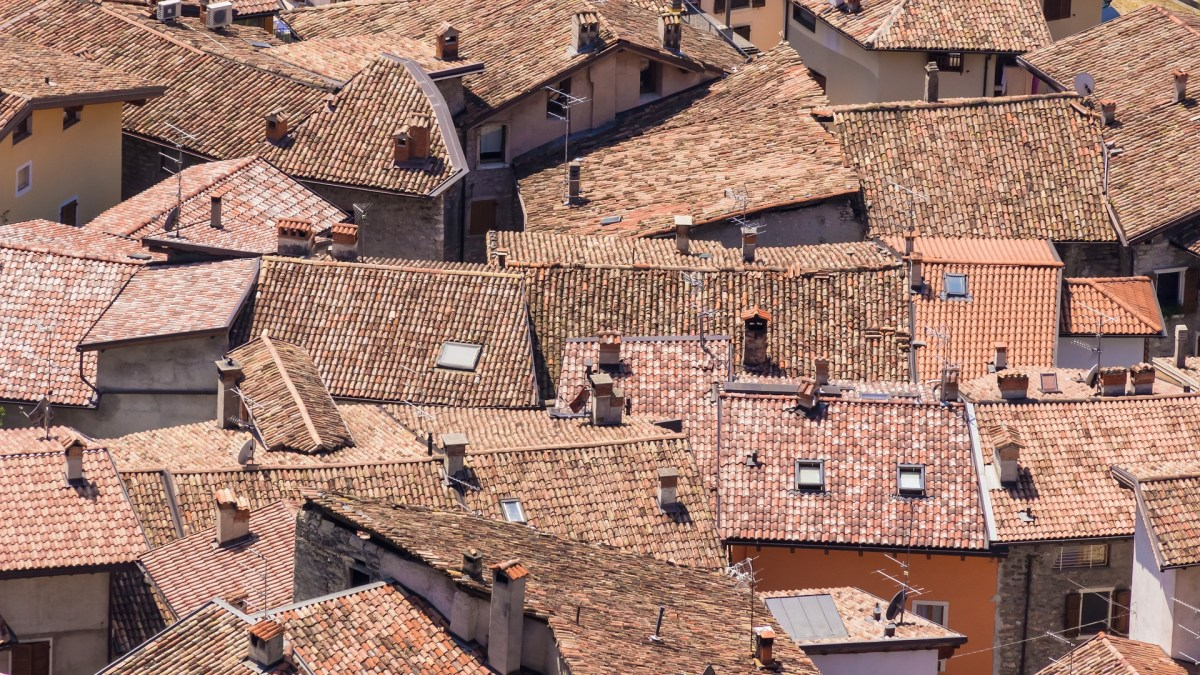 houses with brick roofs