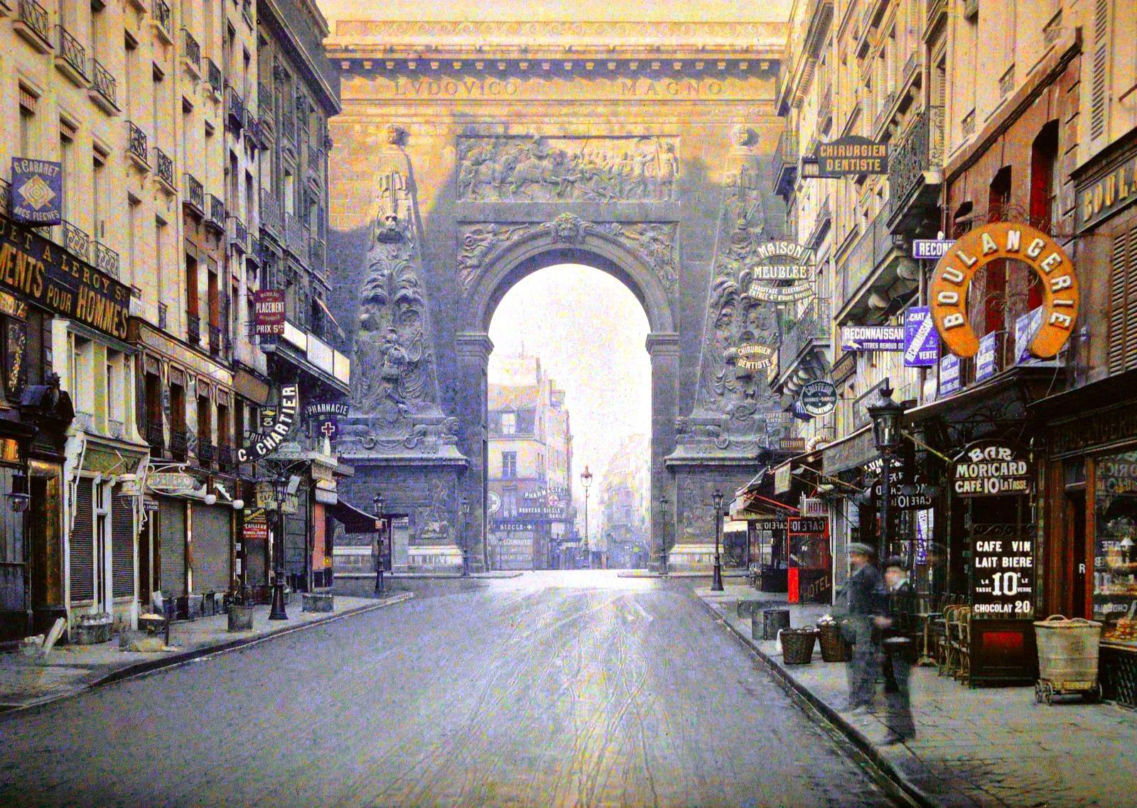 A Rue du Faubourg Saint-Dennis no início do século. O pórtico continua o mesmo.