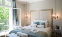 Luxury 3 Bedroom Apartment with Eiffel View, Balcony & Wifi