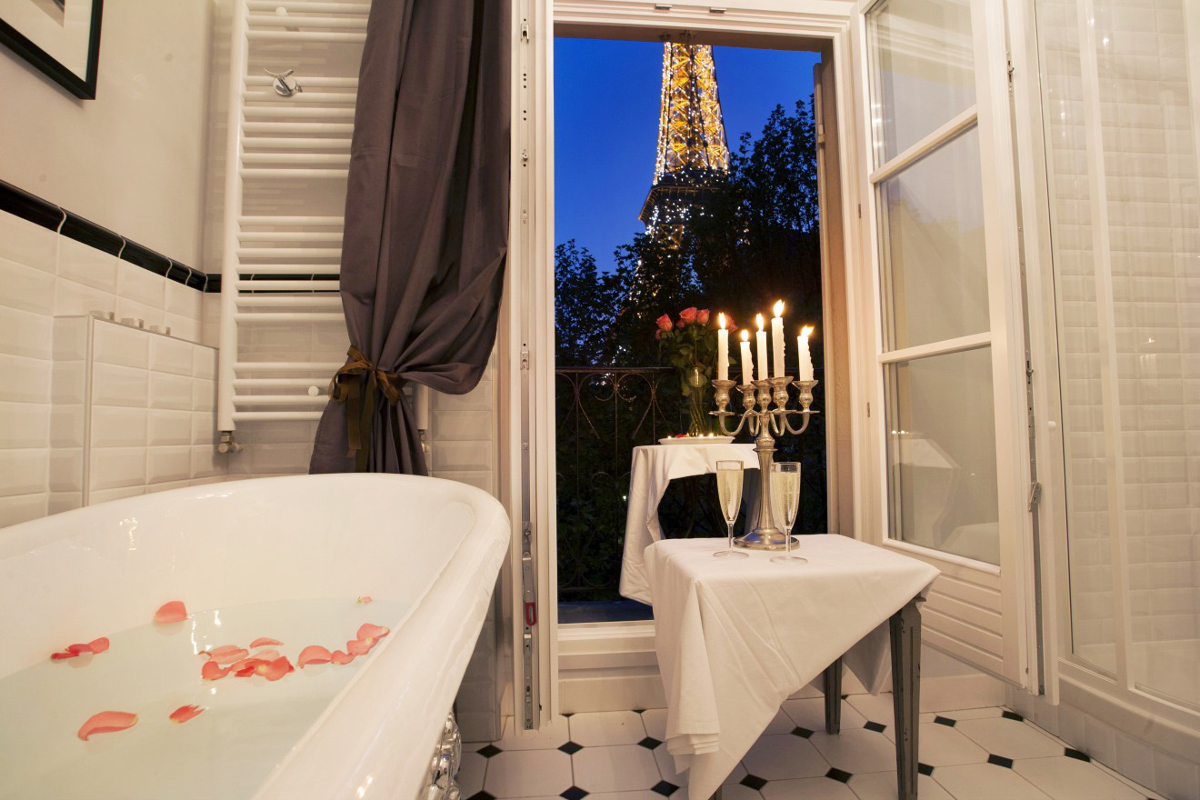 Gorgeous One Bedroom Apartment with Stunning Eiffel Tower