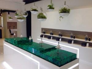 Сопровождение при выборе неживой парфюмерии в инновационном бутике в Париже