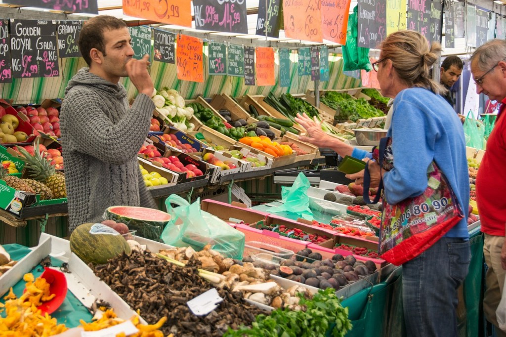 поход на парижский рынок