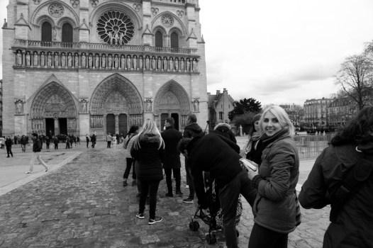 turist-v-parizhe