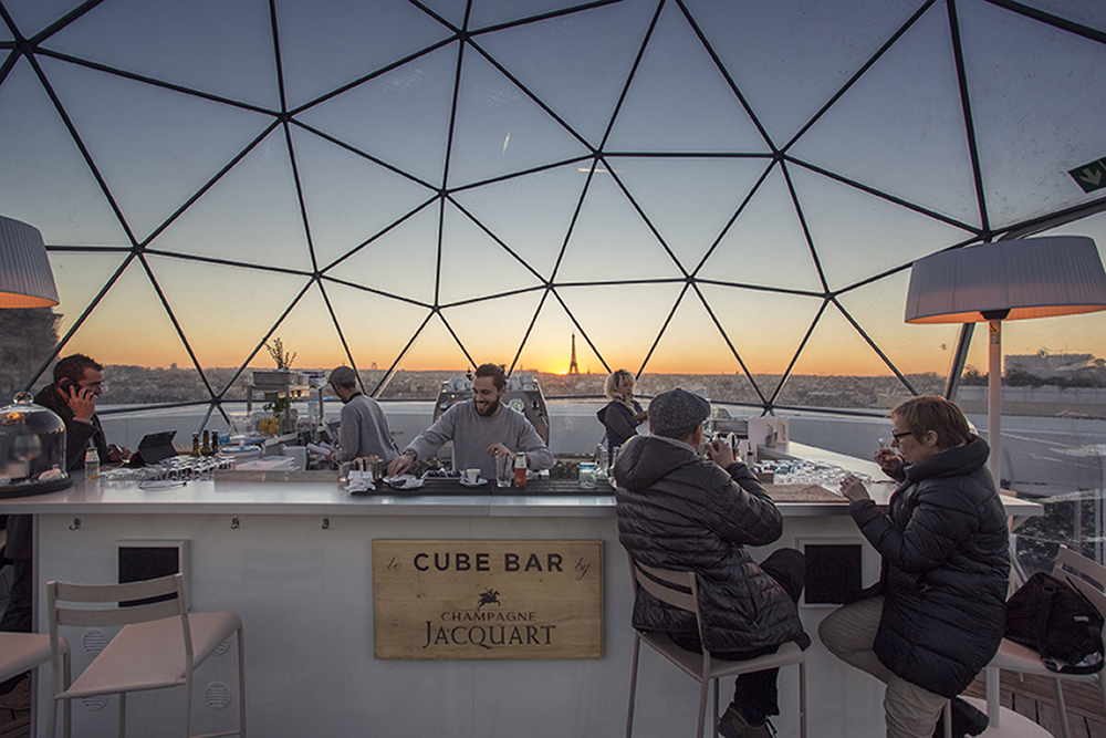 бар с панорамным видом в Париже