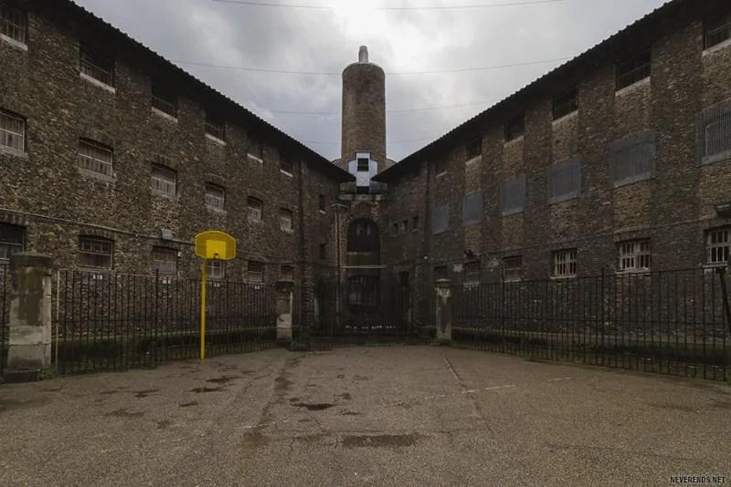 Dans Les Coulisses De La Dernire Prison De Paris
