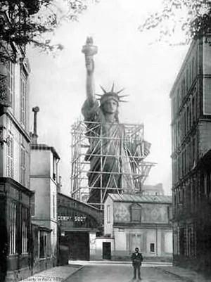 1879_paris_avant_rue_Chazelles_Statue_de_la_Liberte