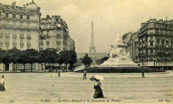 La place de Breteuil avec vue sur la tour Eiffel en 1911