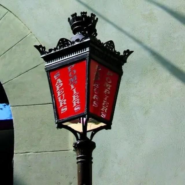 dernier-lampadaire-rouge-pompier-square-violet-paris