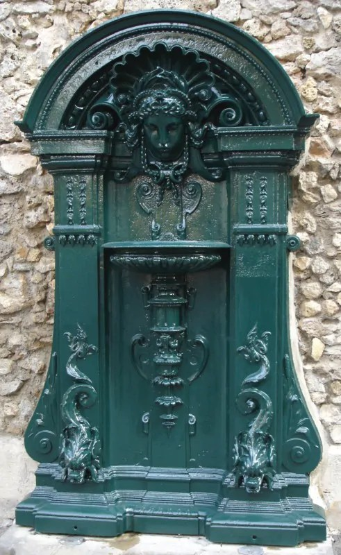 fontaine-wallace-applique-rue-geoffroy-saint-hilaire-paris