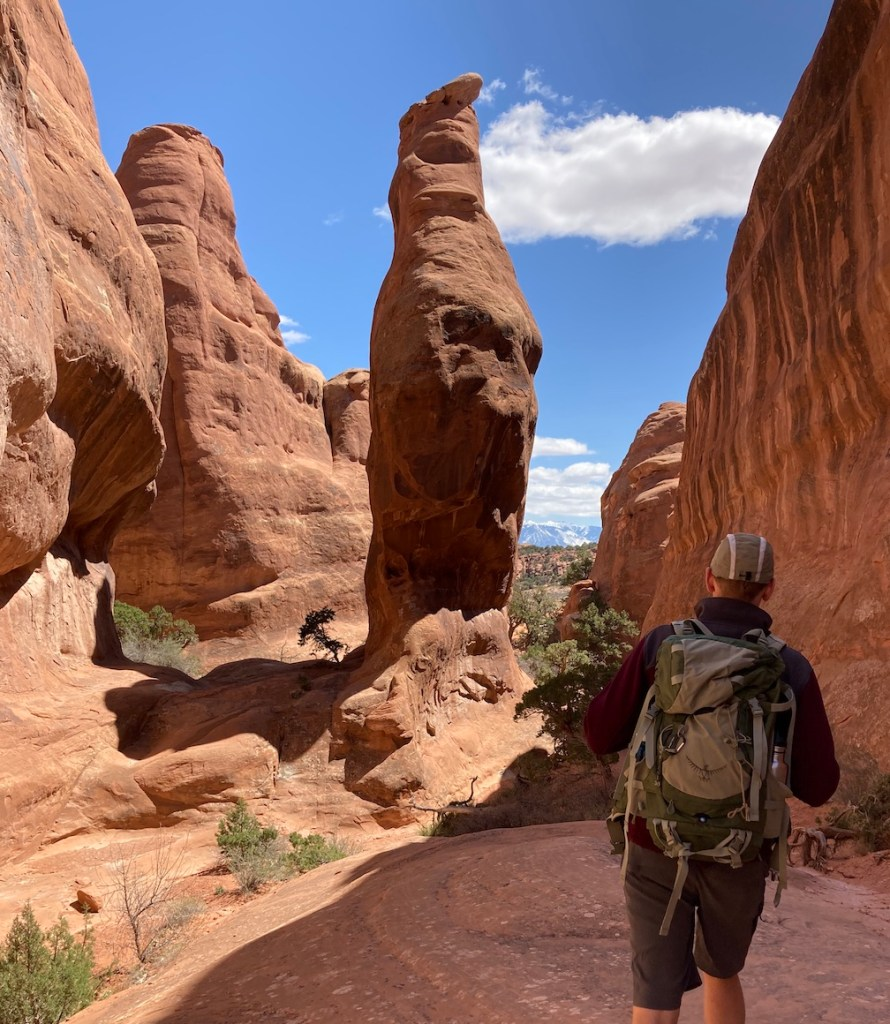 Hike to Broken Arch Trail