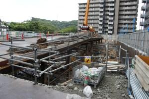 施工中、機械式駐車場を解体・撤去