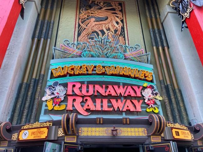 "Entrée ferroviaire Mickey et Minnie Runaway ""width ="" 651 ""height ="" 488 ""data-recalc-dims ="" 1 ""data-lazy- data-lazy- data- lazy-src = ""https://i0.wp.com/www.parksavers.com/wp-content/uploads/2020/03/d61a8b7a-c772-46ec-8d35-af2f4225b3cf.jpg?resize=651%2C488&is-pending -load = 1 # 038; ssl = 1 ""> <noscript> <img class="