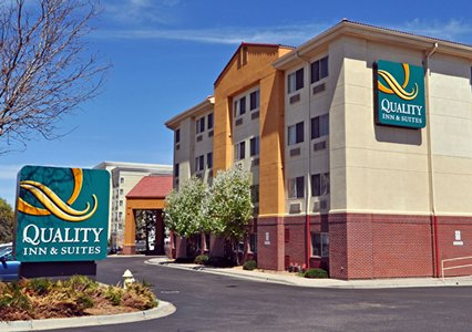 Quality Inn Amp Suites On Tower Rd CO DEN Airport Park