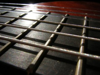 Initiation à la guitare solo accopagnement sebene