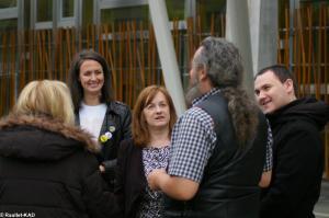 A gauche de Mme Joan McAlpine, Membre du Parlement Ecossais et du Scottish National Party, Mme Rhiannon Spear, conseillère du Parti National Ecossais.