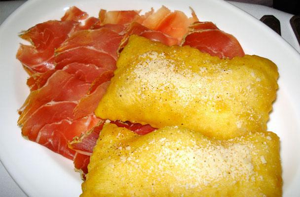 Gnocco fritto con salumi misti e formaggi  Parliamo di