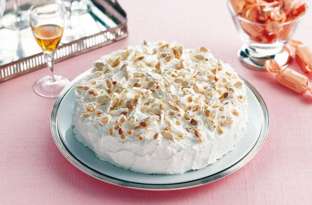 Torta-soffice-con-crema-al-cioccolato-e-torrone-ricetta-parliamo-di-cucina