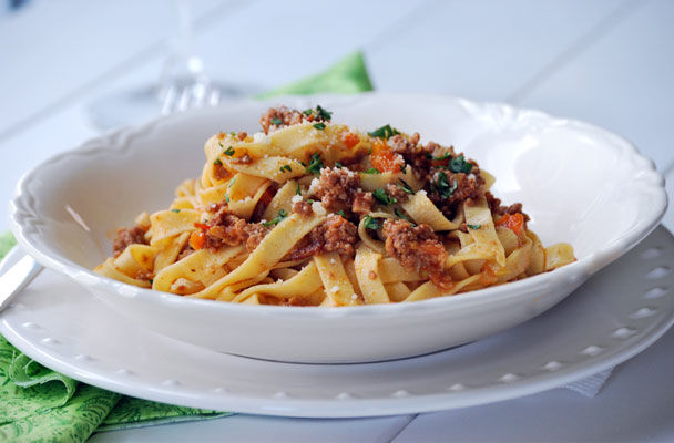 Tagliatelle-al-ragù-di-soia-ricetta-parliamo-di-cucina