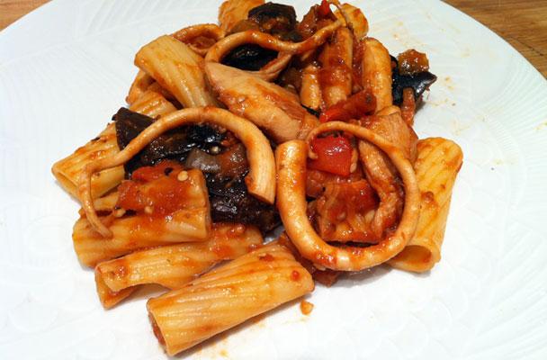 Tortiglioni-con-polpo-alla-luciana-ricetta-parliamo-di-cucina