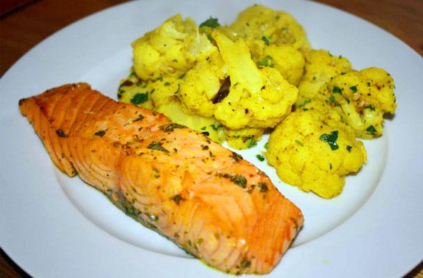 Salmone-al-limone-e-menta-con-cavolfiore-al-curry-ricetta-parliamo-di-cucina