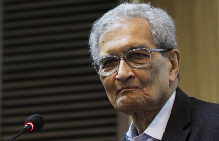 Nobel Prize in Economic Sciences laureate, Amartya Sen addresses media after a book launch in New Delhi